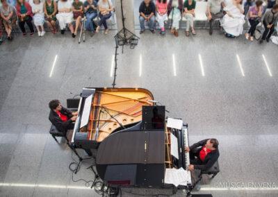 DOS PIANOS EN VENA